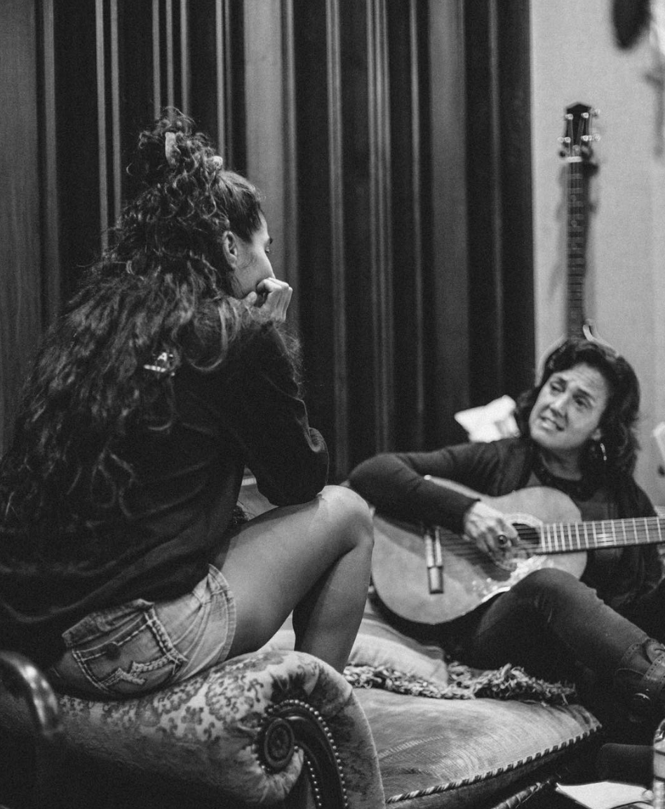 Jessie Reyez y Claudia - Malibú LA