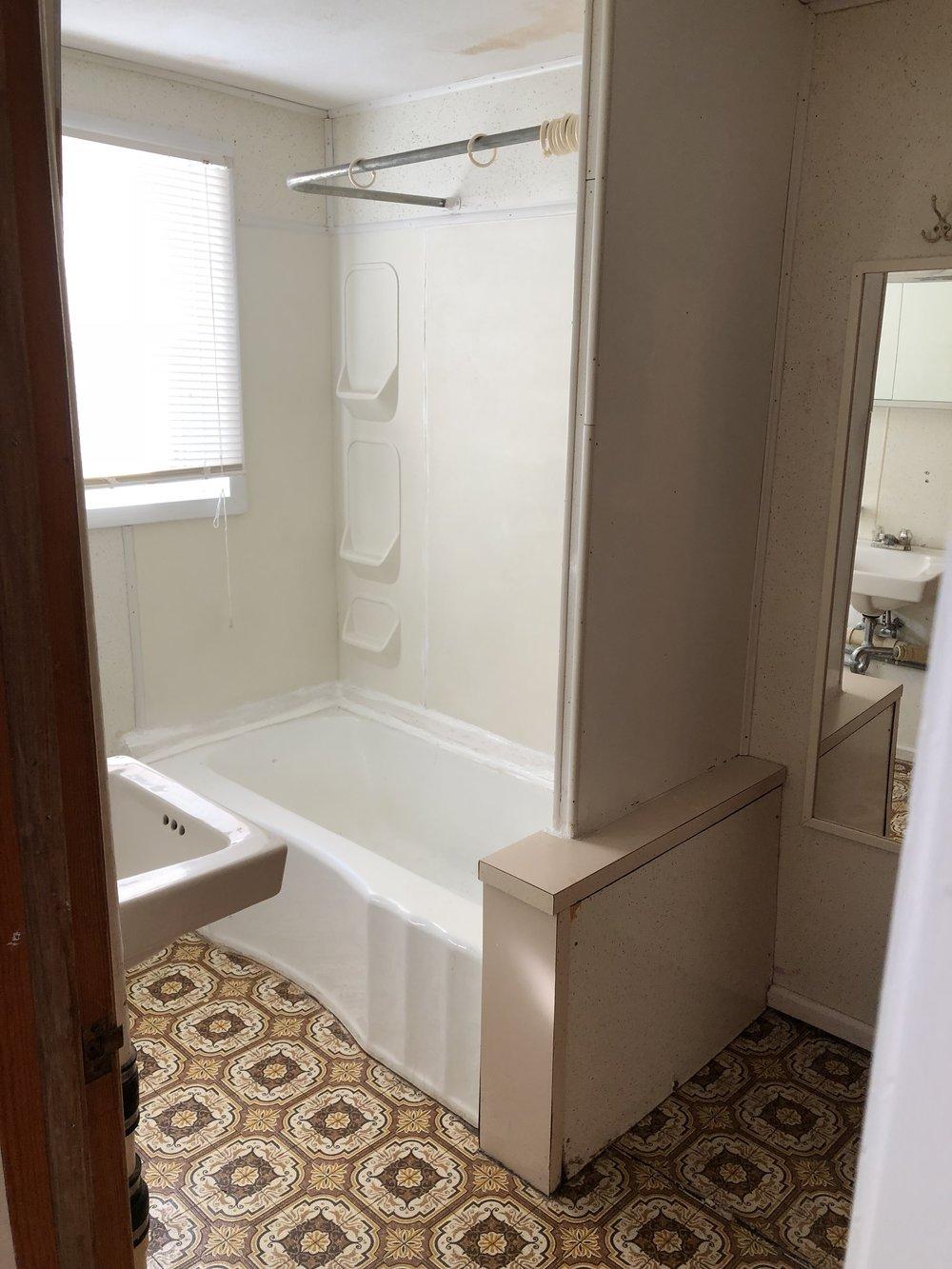 210 High #102 Bath.jpg