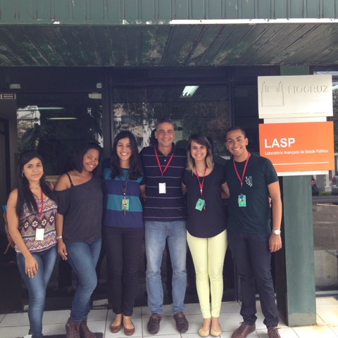 Dr. Queiroz Silva and colleagues at their research facility.