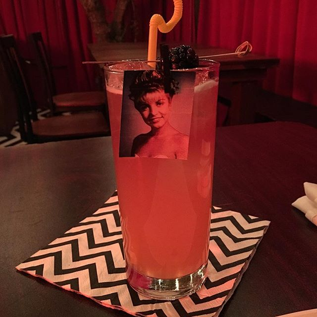Enjoying a Laura Palmer at the Twin Peaks Roadhouse pop up on Melrose! Strawberry vodka and pink lemonade) She is the one! #twinpeaks #roadhouse #laurapalmer #sheryllee #davidlynch