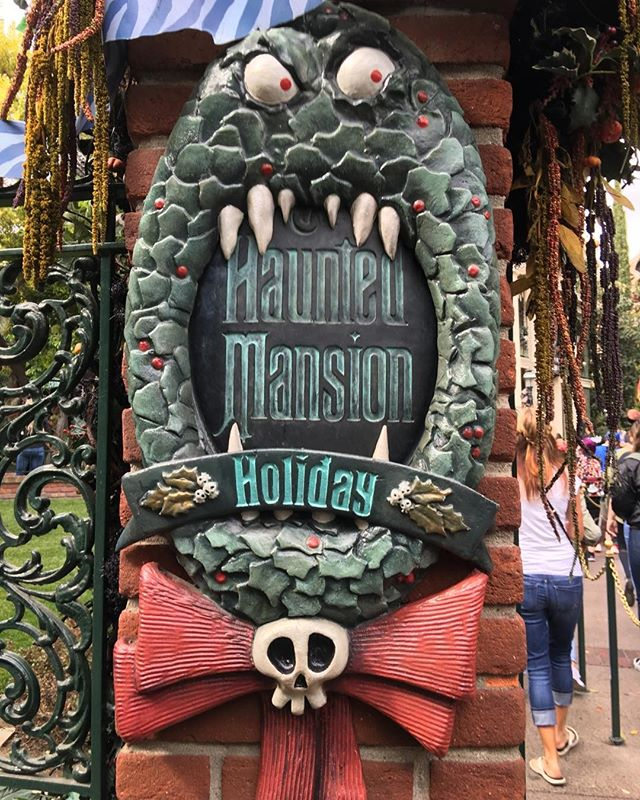 Halloween is... a ride at Disneyland #hauntedmansion #nightmarebeforechristmas #disneyland #timburton #wreath