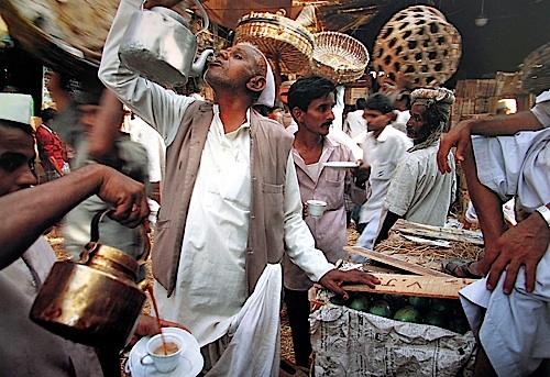 Crawford Market, Mumbai, Maharashtra, 1993 © Succession Raghubir Singh