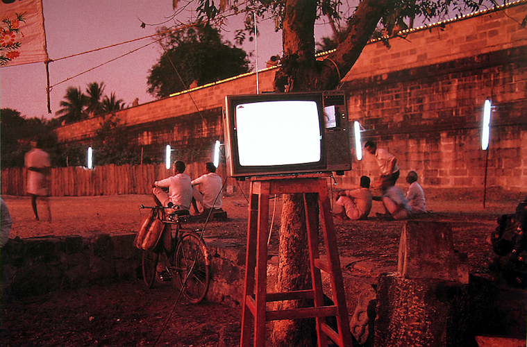 Raghubir Singh, Television Set, Chidambaram Festival, Tamil Nadu, 1993 © Succession Raghubir Singh
