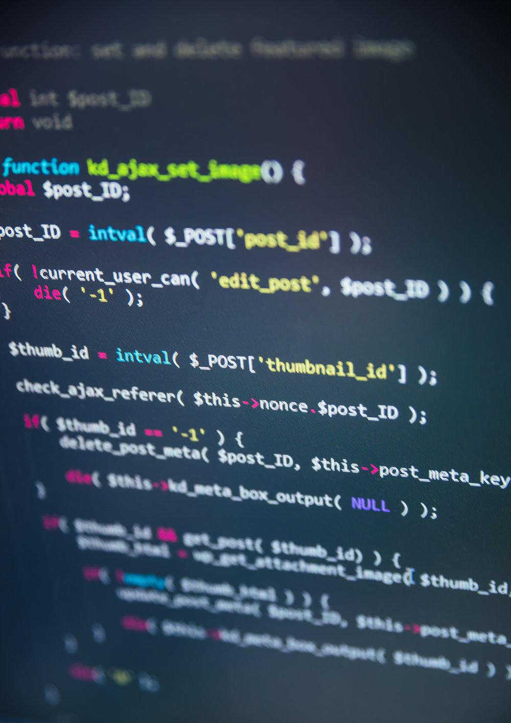 Entwicklung - Um die Bits und Bytes brauchen Sie sich nicht kümmern. Wir entwickeln mit den modernsten Technologien auf HTML5 und CSS Basis, gleichzeitig haben wir viel Erfahrung mit CMS (Content Managemtent Systemen) wie Wordpress, Squarespace und Typo3. Für Ihren Bedarf genau das Richtige!