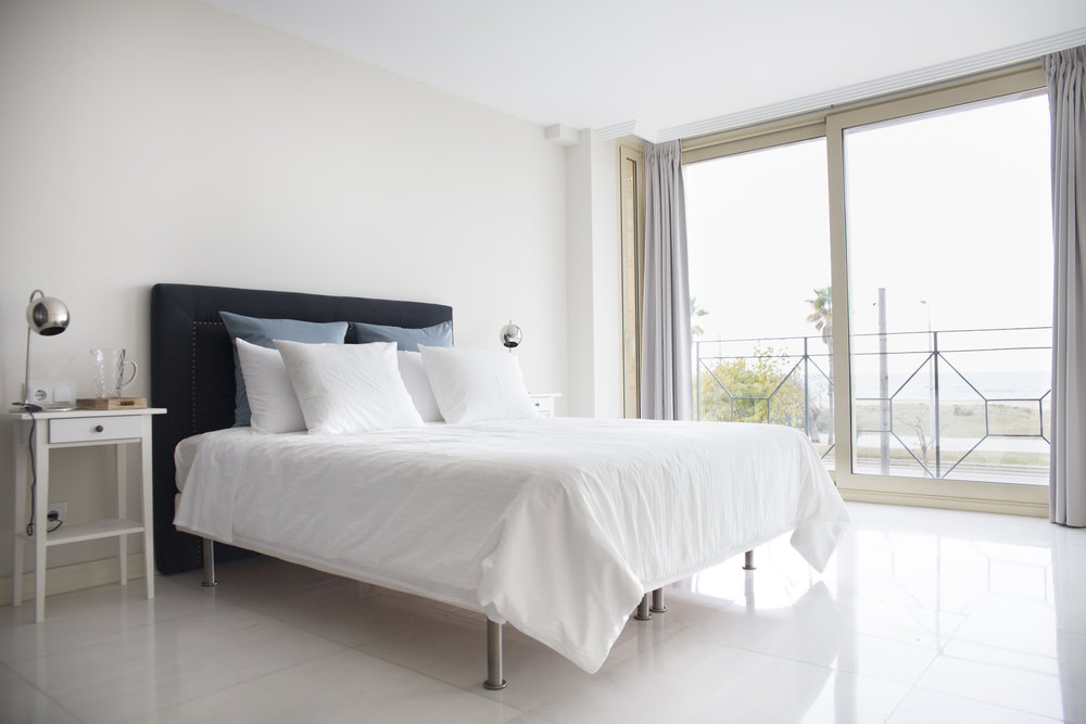 FIRE ROOM - KING SIZE W/ PRIVATE BATH   Features:Private Bath,Ocean Views, King Size Bed, 1st Floor.  € 1800  single-  €3200  couple