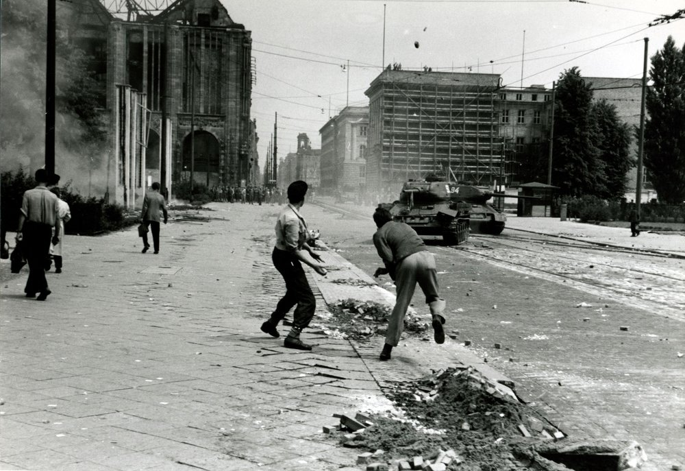 Stone throwing at tanks, East Berlin
