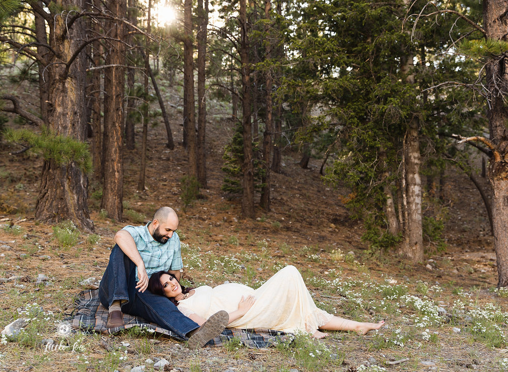 couples-poses-maternity-session.jpg
