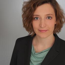 Stella Smiljkovic Management, Automobilindustrie Schwerpunkte: Strategieberatung, Digitalisierung