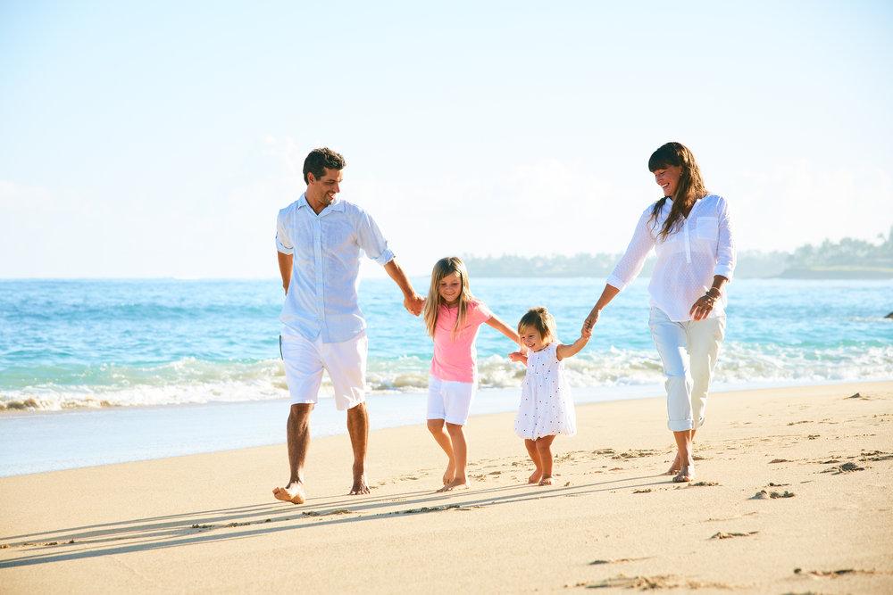 happy-family-on-the-beach-PBXDK3V.jpg