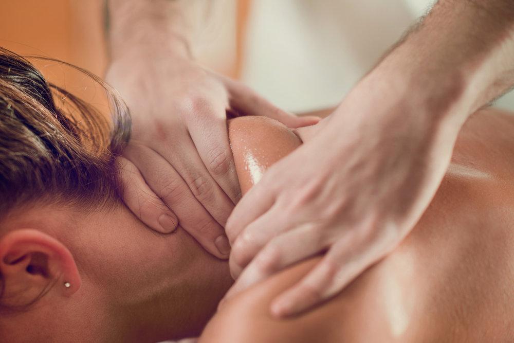 relaxing-shoulders-massage-P7KDS34.jpg