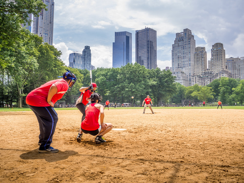 softball-sport-central-park-manhattan-new-york-city.jpg