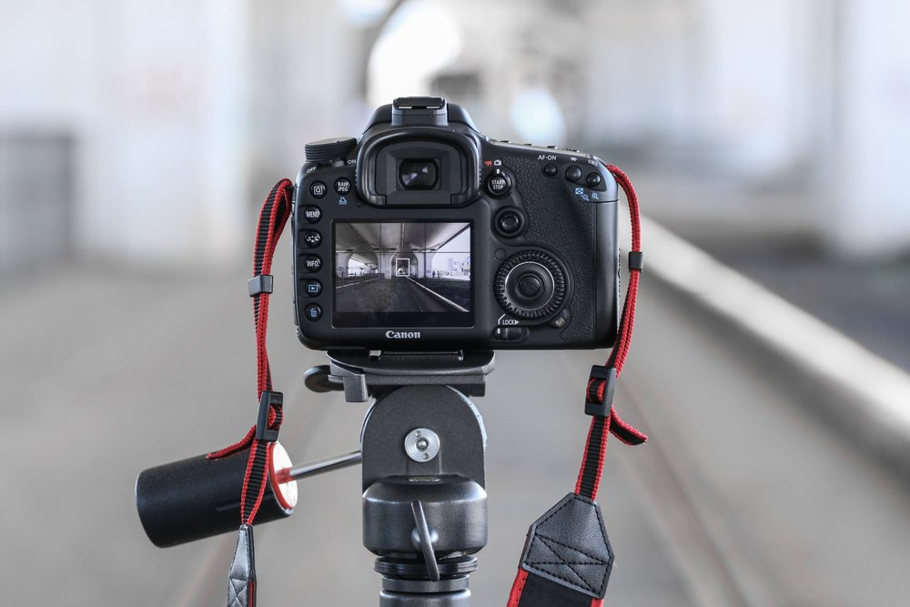 Photo of a camera during the process of setting up a photo and getting the ideal photo composition.