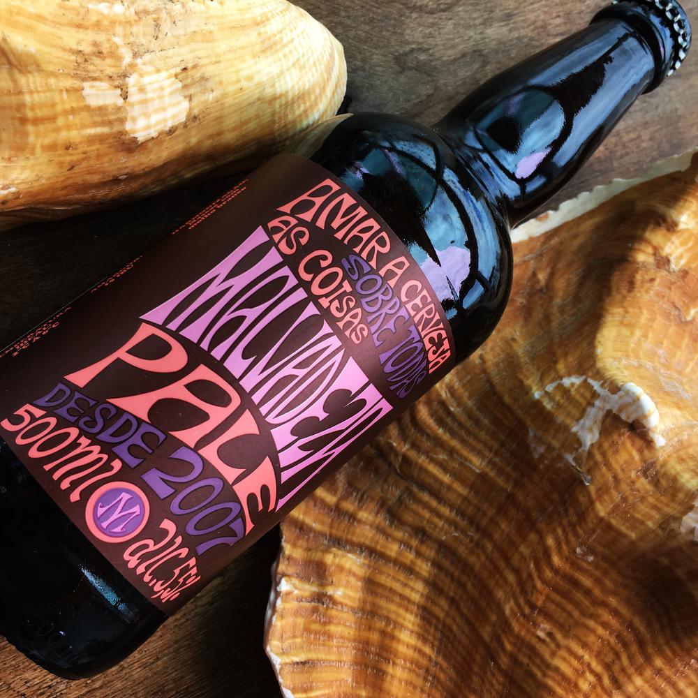 Malvadeza Pale - Cerveja de alta fermentação tipo pale ale, baixo amargor e com cor dourada.SEU destaque é o sabor do malte. Leve e refrescante, COM aroma herbal e picante. 100% lúpulos alemães. Teor alcoólico 5.5 %
