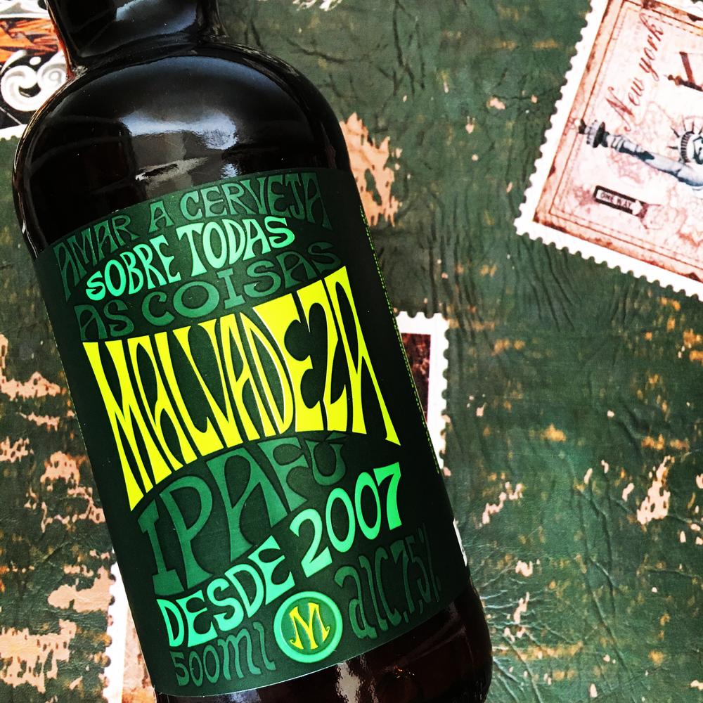 Malvadeza Ipafú - india pale ale: CERVEZA DE ALTA FERMENTácion que tiene un color de cobre. aroma cítrico, recordando la fruta de la pasión. teor alcohólico 7.5%