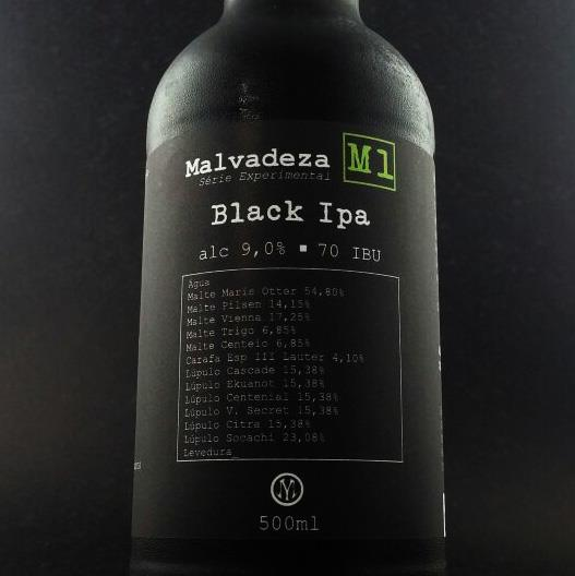 Malvadeza M1 - The first launch of the experimental series has 9% of alcoholic volume, 70 IBU and 50 EBC. This Black IPA contains in your recipe 6 different types of malts and 6 different types of hops. So it's a strong characteristic beer, which may scare due to high alcohol content and IBU, but which is easy to consume.Type: Black India Pale Ale                      Percentage of alcohol: 9%                            Bitterness: 70 IBU                              Harmonization: Red meats, strong and spicy seasonings.