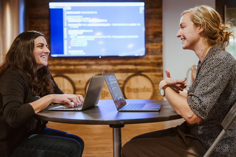 two-people-learning-to-code_925x.jpg