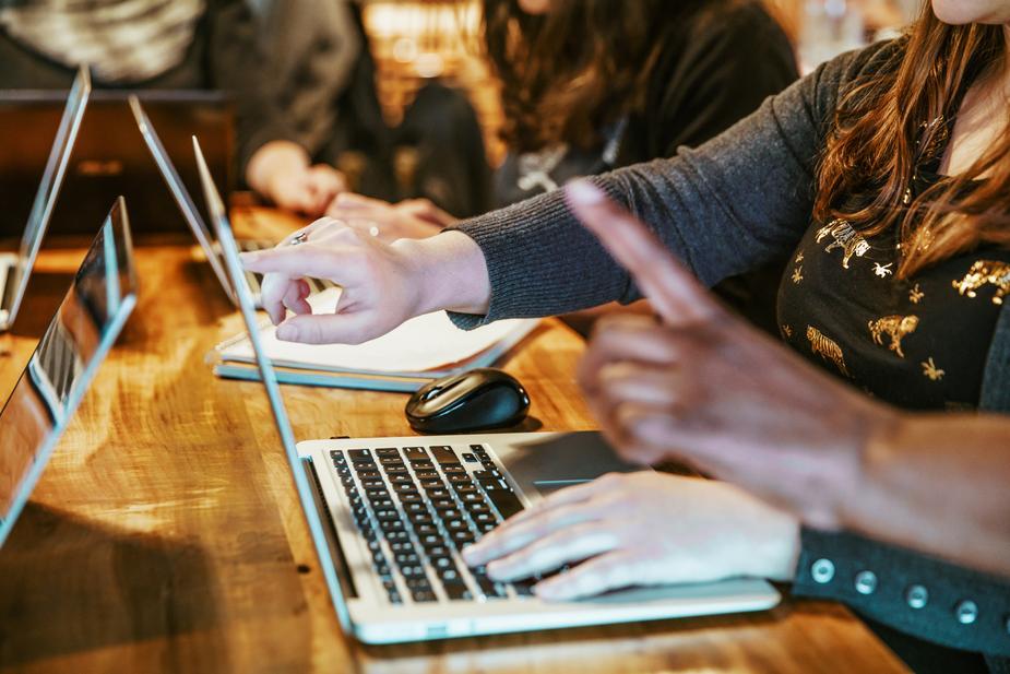 coding-team-working-on-laptops_925x.jpg