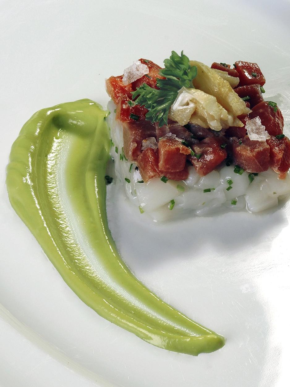 Tártaro de atum e vieiras frescas com língua de bacalhau e puré de abacate - Ano 2007
