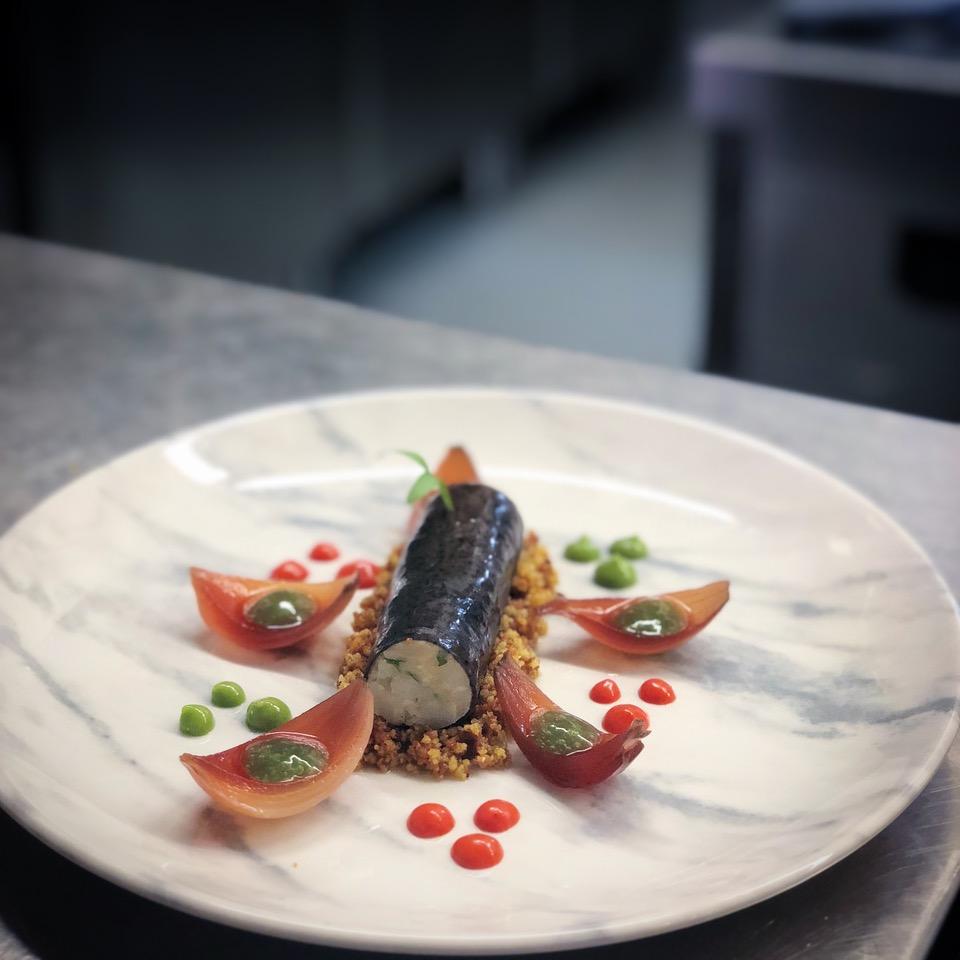 Canelone frio de azeitonas com salada tradicional de bacalhau - Ano 2018