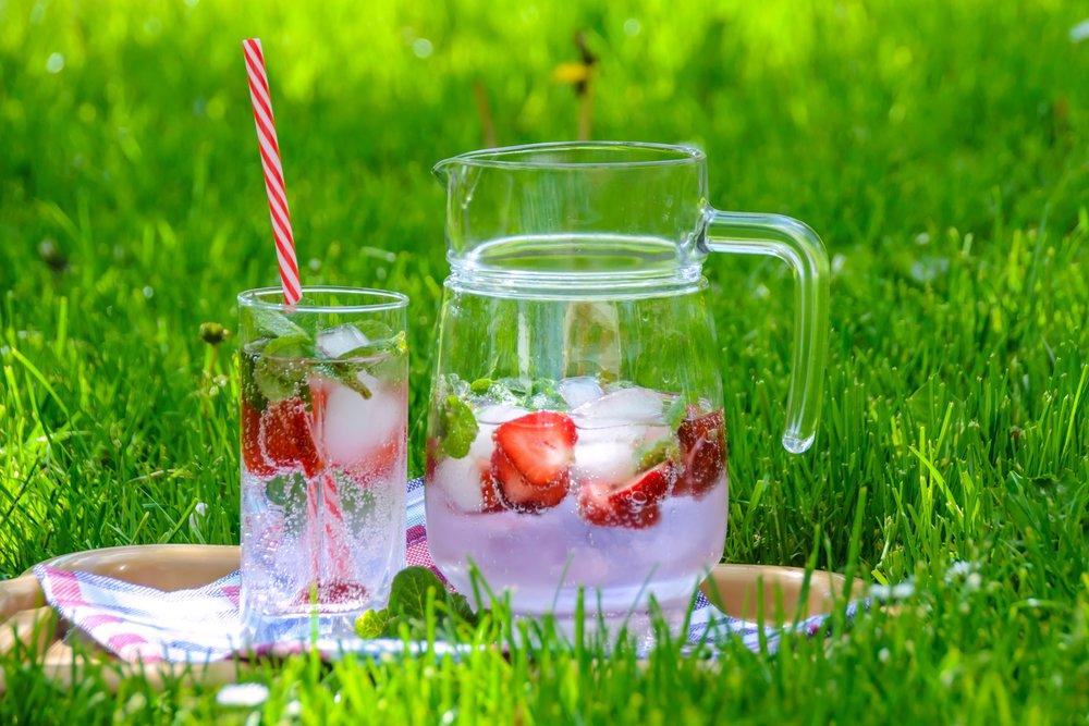 Strawbery basil balsamic Shrub with Gin -