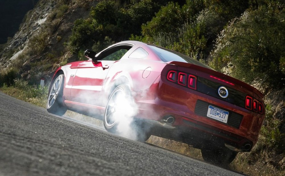 2013-ford-mustang-gt-burnout.jpg