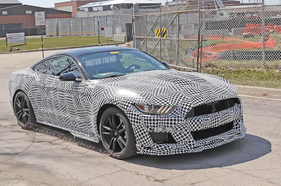 2020-ford-mustang-shelby-gt500-spy-shot.jpg