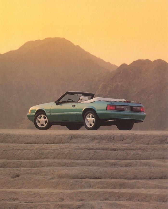 1992-ford-mustang-brochure-05.jpg
