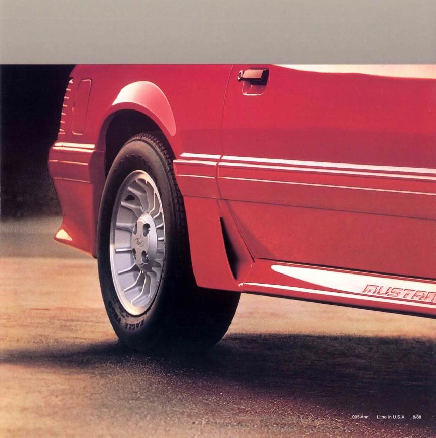1989-ford-mustang-brochure-09.jpg