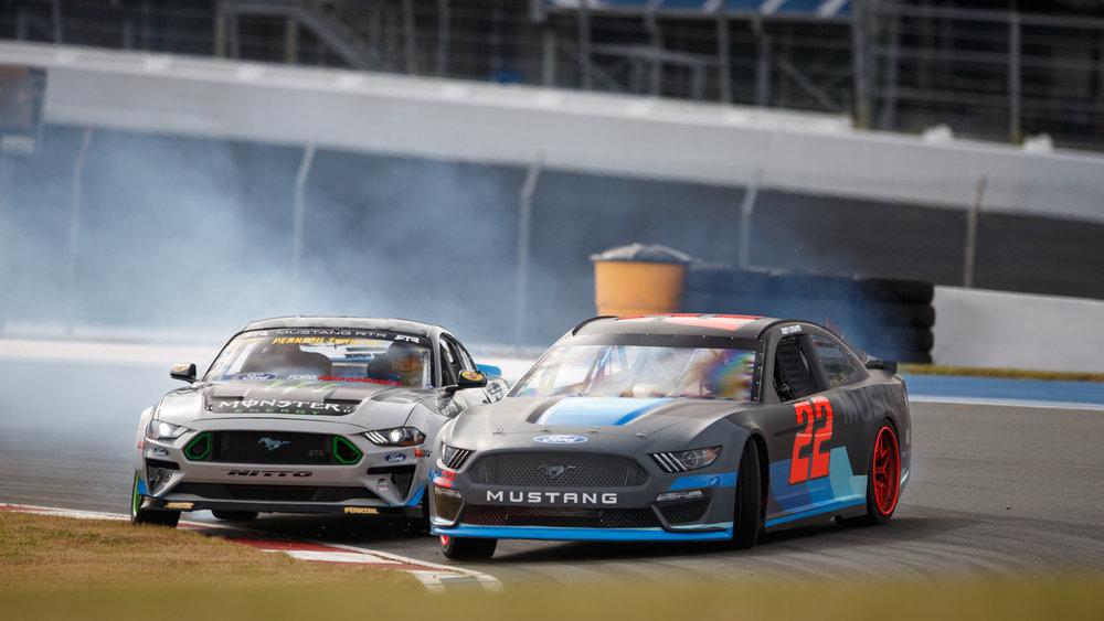 2019-ford-mustang-nascar-drift.jpg