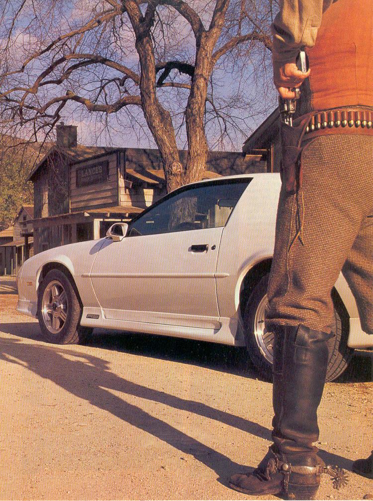 1990-ford-mustang-lx-vs-chevrolet-camaro-rs-02.jpg
