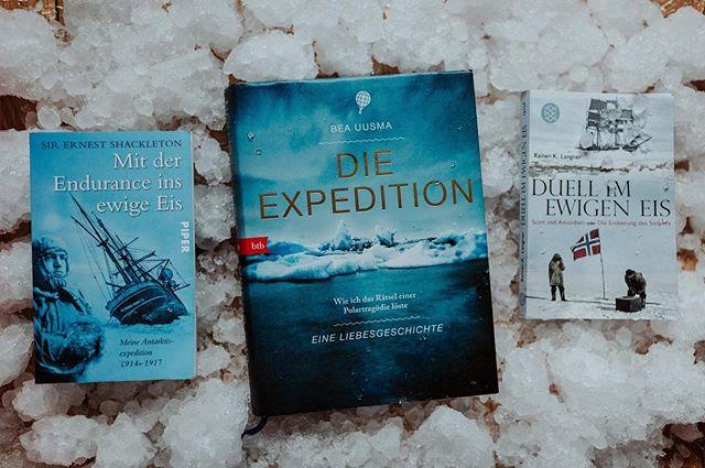 """""""Ist das kalt geworden!"""" Stimmt. Aber ihr habt ja keine Ahnung. Denn nach diesen drei Büchern werdet ihr jeden nach solch einer  Äußerung nur angrinsen. Und vielleicht erzählt ihr der Person dann von all den Entbehrungen und Strapazen, die unsere Expeditionsteilnehmer durchlebt haben, um ihre Ziele zu erreichen.  In unserem Blog stellen wir euch die spannende Expedition um Shackleton vor, die sich zu einer der aufregendsten Rettungsaktionen entwickelt hat. Außerdem begleiten wir den Wettlauf zum Südpol. Und erfahren wie einer der Teilnehmer zum Postboten degradiert wurde.  Und wir lösen gemeinsam mit Bea Uusma das Rätsel um eine gescheiterte Ballon-Expedition im hohen Norden.  Also: Handschuhe aus, damit blättert es sich schlecht.  #endurance #scott #amundsen #südpol #buchliebe #shackleton #antarktis #bookstagram #bibliophile"""