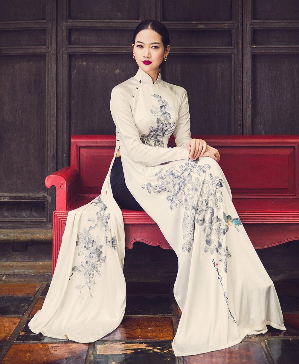 Model: Nguyen Giang Huong  Áo Dài Designer: David Minh Duc