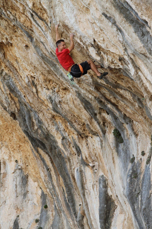 Duramater 8a, ET Cave, Kalymnos.  Photo: Simon Kincaid