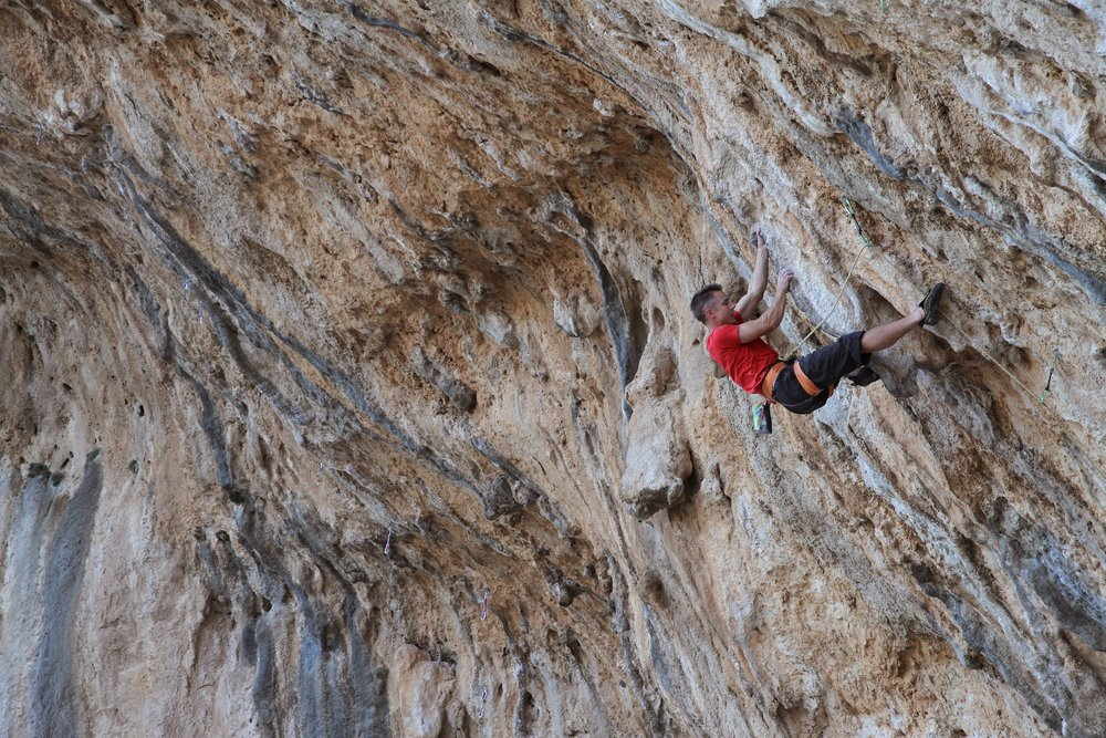 Tyrant 8a/+, ET Cave, Kalymnos.  Photo: Simon Kincaid