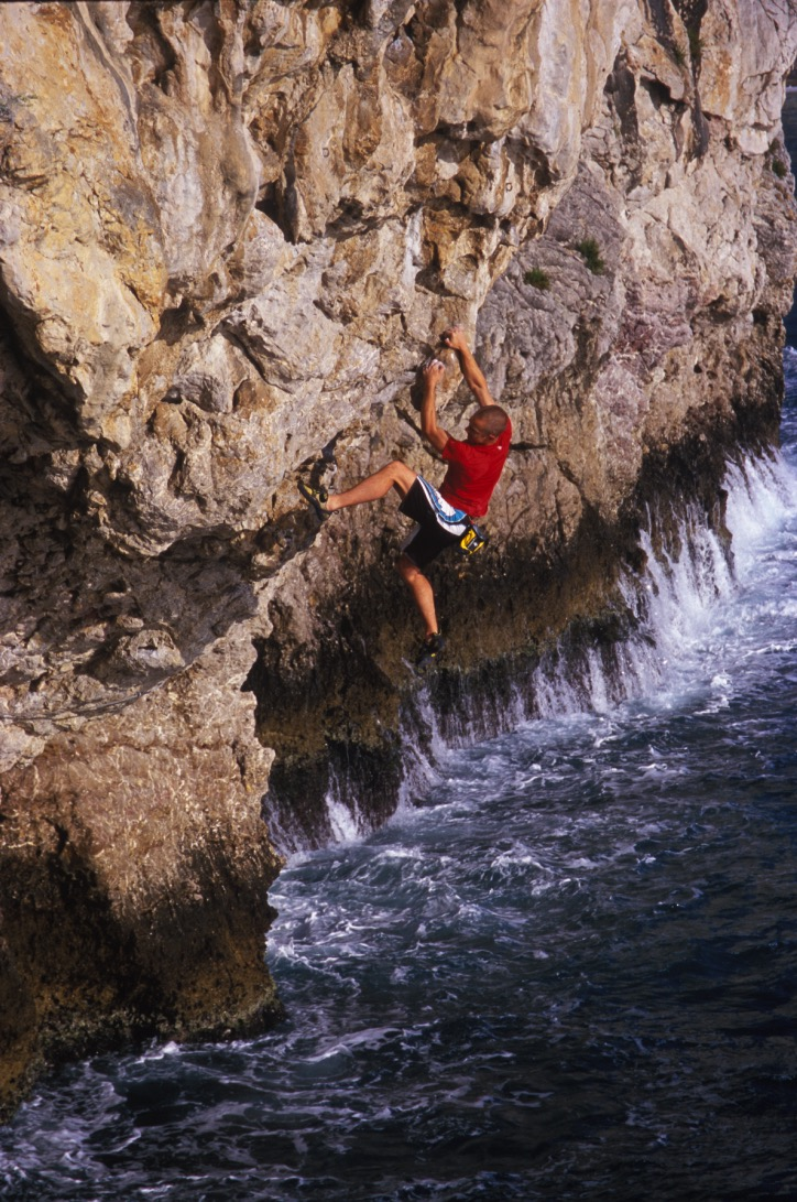 Grande Bleu 7c, Taormina. First solo ascent.  Photo: Mike Robertson