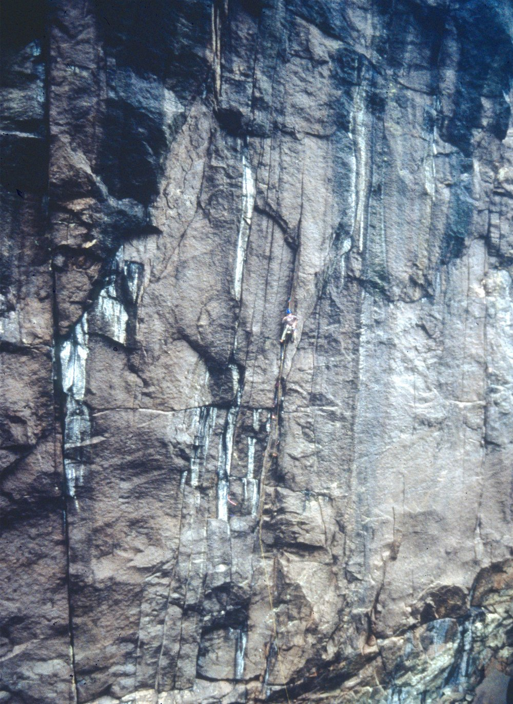 Leo Houlding on the crux pitch of Firefox E7, Jossingfjord in 1998. Photo: Andy Cave