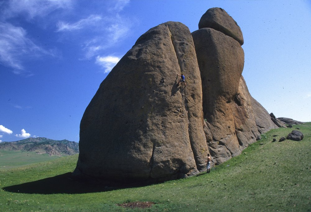 Sapphire Crack E5 6b, Ghorki Park. First ascent in 2001  Photo: Mike Robertson
