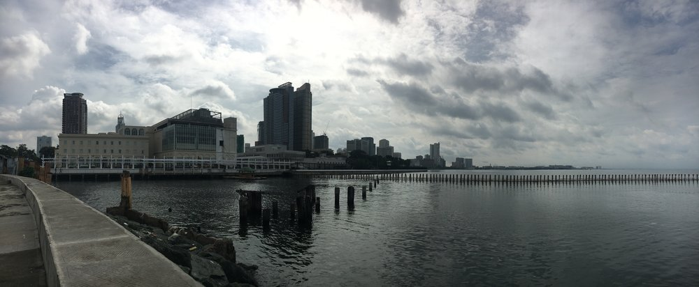 I first go to  the bay  to see the sea one last time. Nice panorama of the city and its high buildings.