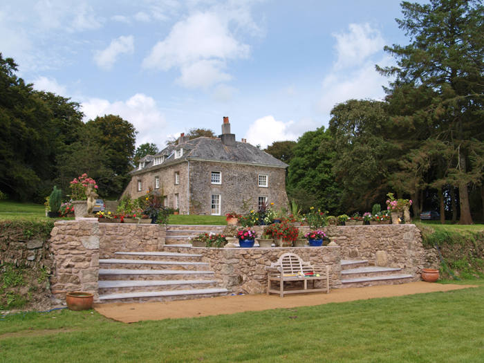 Tredudwell Manor (1).jpg