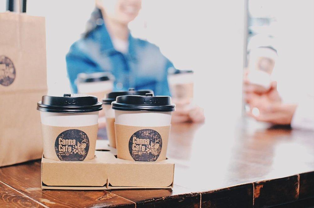 カフェサービス - ボディメイクトレーナー監修の低カロリー・高タンパクなボディメイクフードを提供する「CannaCafe」のデリバリーサービスがご利用いただけます。美容と健康に特化したクレープととプロテインスムージーが人気です。