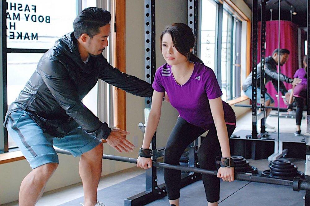 己の限界に挑戦するパーソナルセッション - 正しいフォームで理想のボディラインを作る方法が学べます。強度の高いウェイトトレーニングは自己流でやってしまうと効果が出にくかったり、怪我がつきもの。安全に無駄なく体を仕上げましょう。
