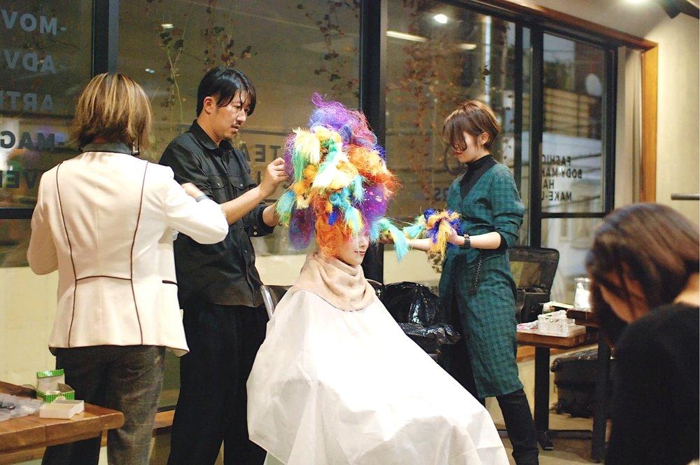 新しい学びをテーマにしたセミナー - パリコレやラフォーレの広告などを手掛けてきたモンドアーティストよりヘアメイクアップアーティストARIKAWA氏をゲストとしてお招きし、セミナー&ライブパフォーマンスをしていただきました。