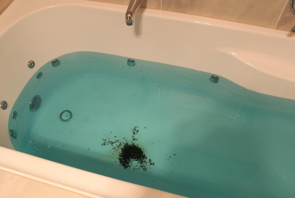LUSH Cosmetics Big Blue Bath Bomb Review | EmmaLouisa.com