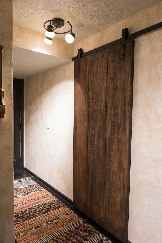 Sandstone wall and wood grain finish.jpg