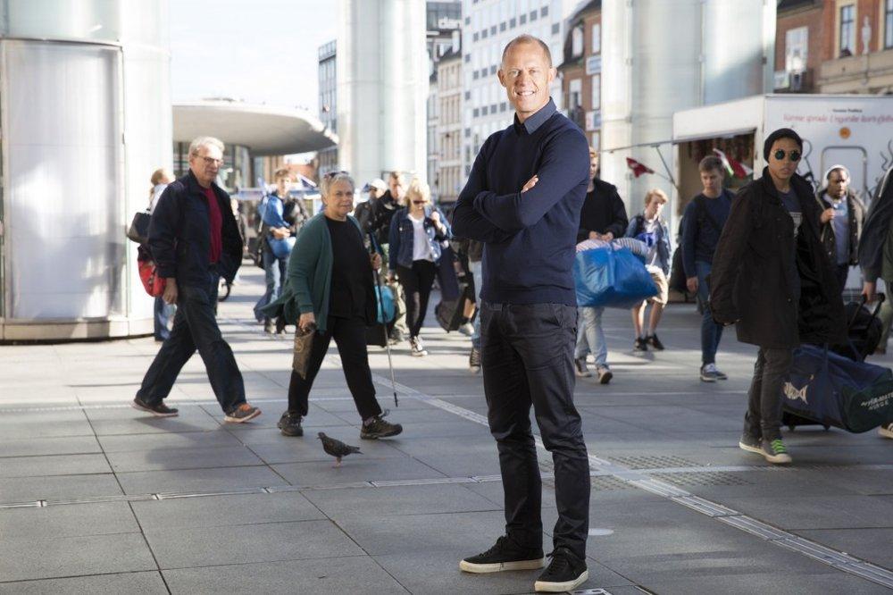 SPIEGELHAUER I FORBRUGERNES TJENESTE (2015)  TV2 / Sæson 1