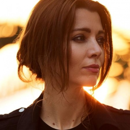 Elif-Safak-photo_500_500_s_c1.jpg