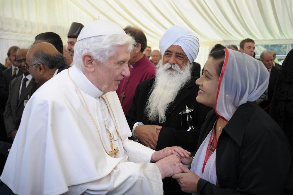 Ravinder Kaur Nijjar with Pope Benedict.jpg