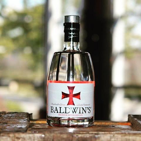 Newin! Baldwin's gin giftbox! Met 2 glazen. Ontdek de leuke box op onze site bij de categorie Nieuw! #newin #baldwin #ginsonline #giftbox #gins #gt #ginforthewin #ginspire #welovegin #boudewijn #handmade