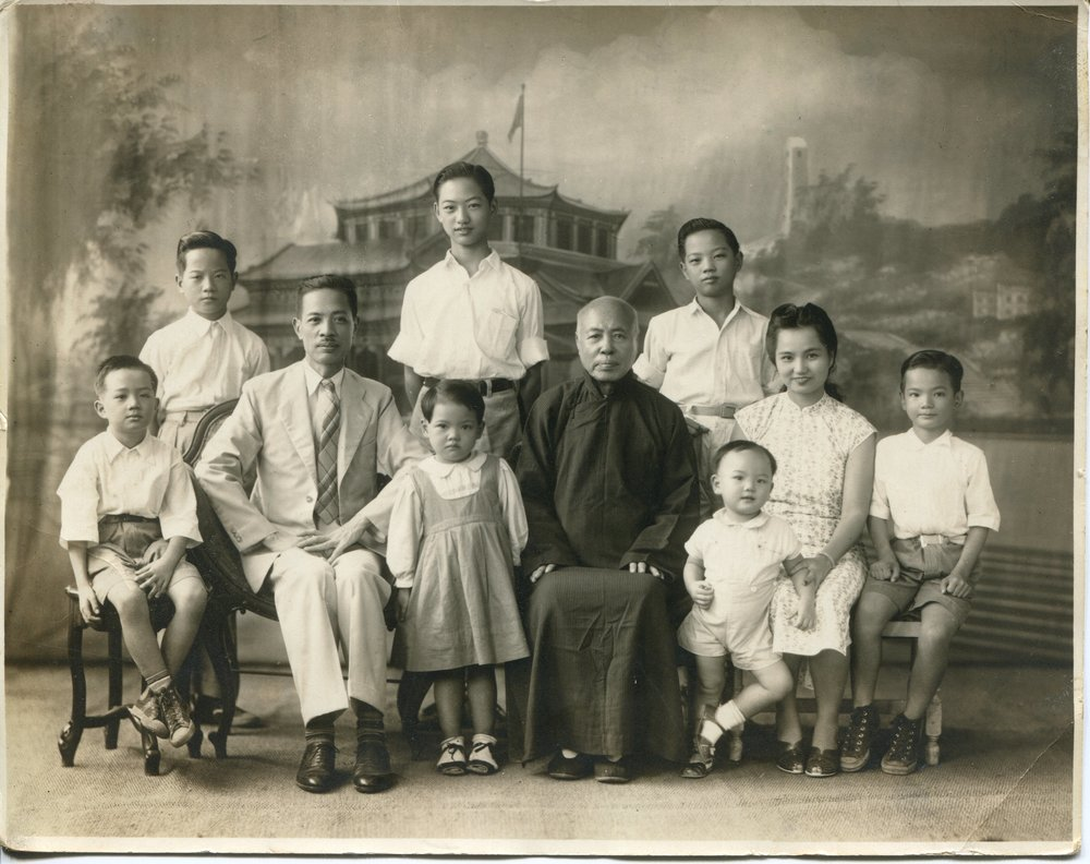 Lum Dong Wing, son Lum Yau Gen and family.jpg