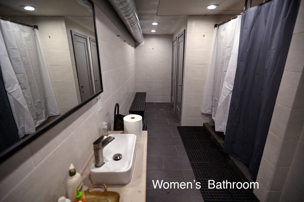 womensbathroom.jpg